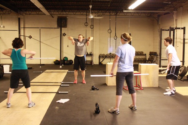 crossfit-class-hang-clean-instruction